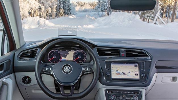 Dank der Klimakomfortscheibe von Volkswagen hat der Fahrer im Winter schnell freie Sicht, ganz ohne Kratzen und Enteisen.