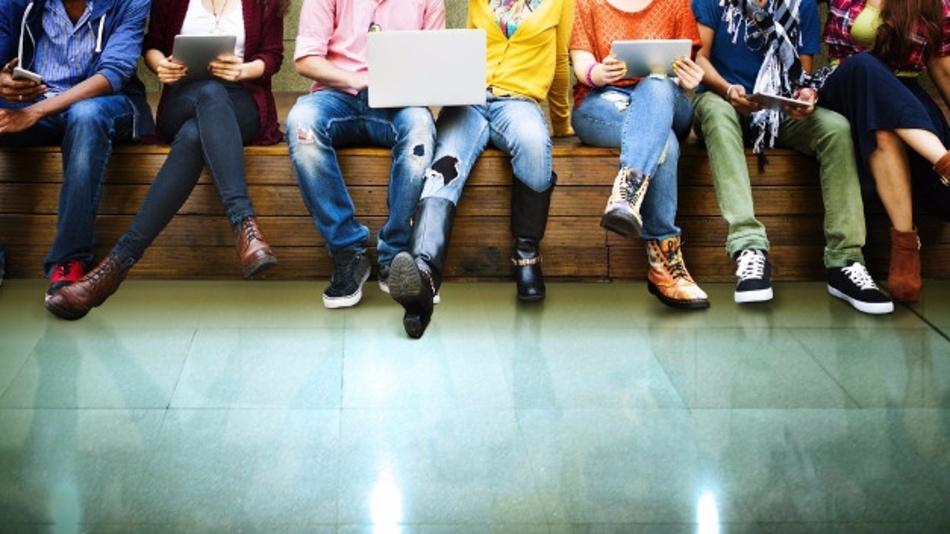 Timm Lutter, Bitkom-Bereichsleiter für Consumer Electronics und Digital Media meint: »Digitales Lernen entspricht der Lebenswelt der Schüler und Serious Games sind für Schüler und Lehrer gleichermaßen ein Gewinn.«