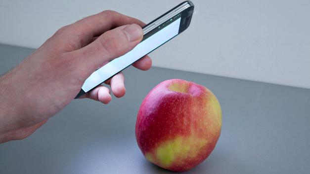 Per Smartphone den Apfel auf Pestizid-Rückstände untersuchen – das ist bald möglich.