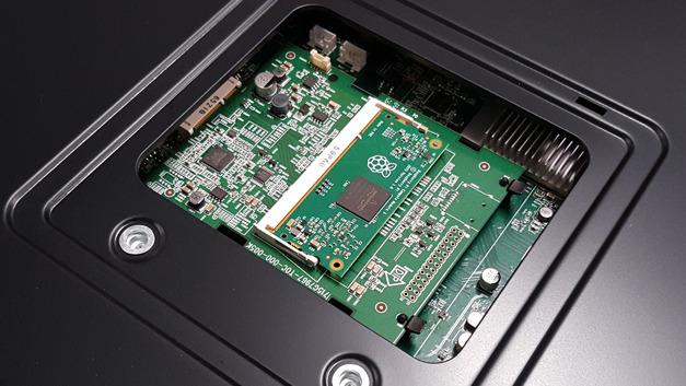 Kundenspezifisch angepasstes Raspberry Pi Compute Module in einem Display von NEC.