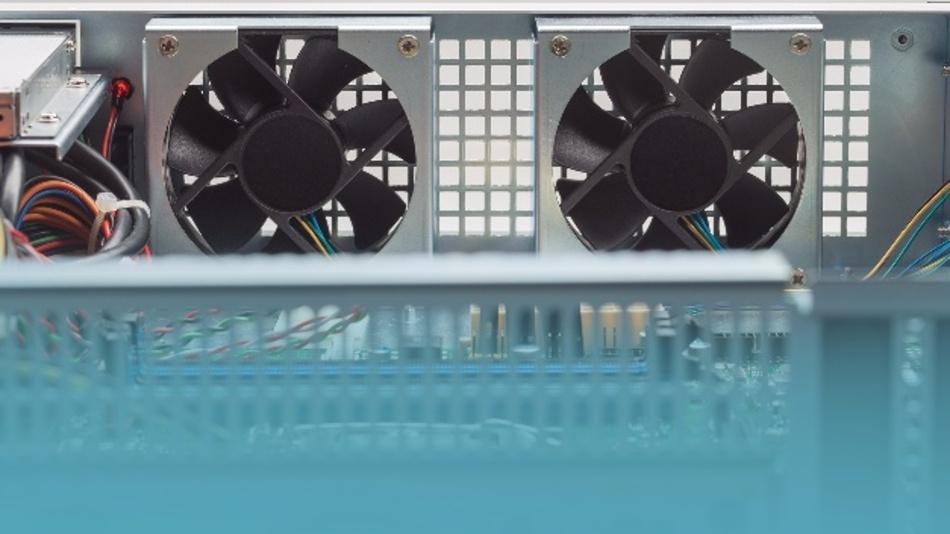 MSC steuert die Lüfter seiner 19-Zoll-Rechner mit einem Mikrocontroller, der mit zahlreichen Steueralgorithmen programmiert werden kann.