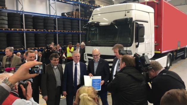 Jochen Flasbarth, Staatssekretär im Bundesumweltministerium: »Oberleitungs-Lkw sind eine besonders effiziente Lösung auf dem Weg zu einem klimaneutralen Güterverkehr.«