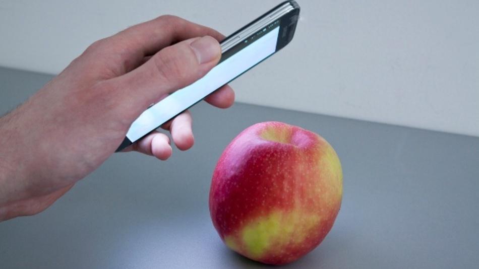Pestizid-belastet oder Bio? Die Smartphone-App Hawk Spex mobile deckt's auf.