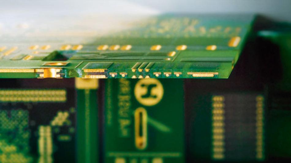 Bild 2. Querschnitt einer HSMtec-Leiterplatte: Kupferprofile verstärken die Leiterbahnen an den Stellen, wo hohe Ströme transportiert werden.