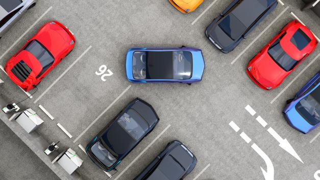 Einparken per Fernsteuerung? Genau das wollen Hitachi Automotive Systems und Clarion auf die Straße bringen.