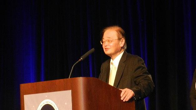 Takao Nishitani nahm den Preis selbst entgegen, John S. Thompson wurde per Video zugeschaltet.