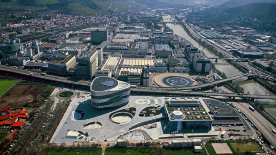 Luftaufnahme des Mercedes-Benz Werkes Untertürkheim