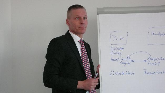 Dr. Jan Michael Mrosik, Siemens: »Produzierende Unternehmen werden sich konsequent digitalisieren müssen.«