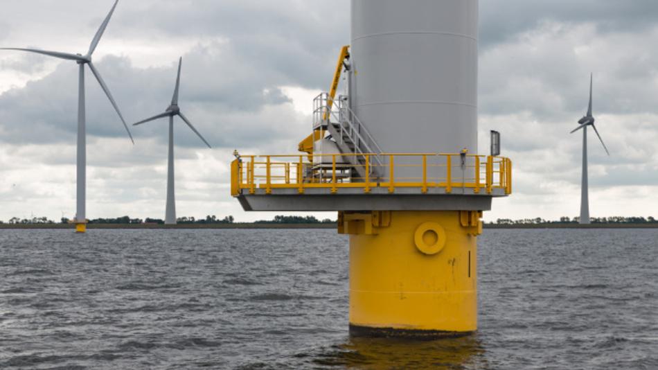 Offshore Windparks bieten viele Möglichkeiten, stellen aber auch Herausforderungen an die Techniker.