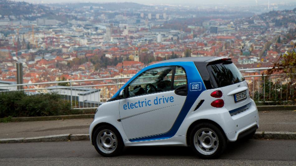 Mehr als 10.000 Mal am Tag mieten die rund 270.000 Kunden die Elektro-Autos von car2go an.