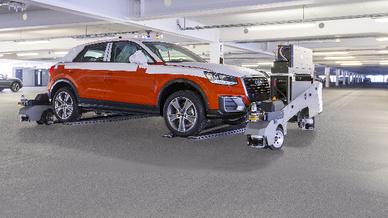 Fahrerloses Transportsystem bei Audi