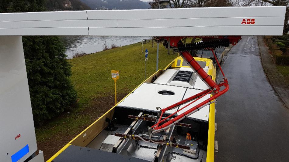 Über die OppCharge-Ladestationen von ABB können die Elektro-Hybridbusse schnell aufgeladen werden.