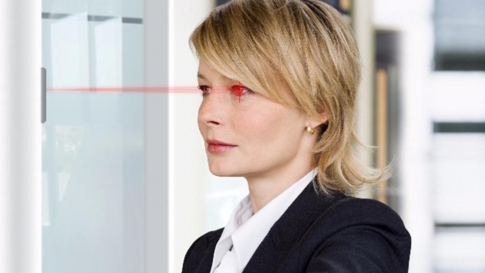 Die Infrarot-LED SFH 4787S von Osram leuchtet die Augen so gleichmäßig aus, dass Iris-Scanner das charakteristische Muster der Iris einfach erkennen können.