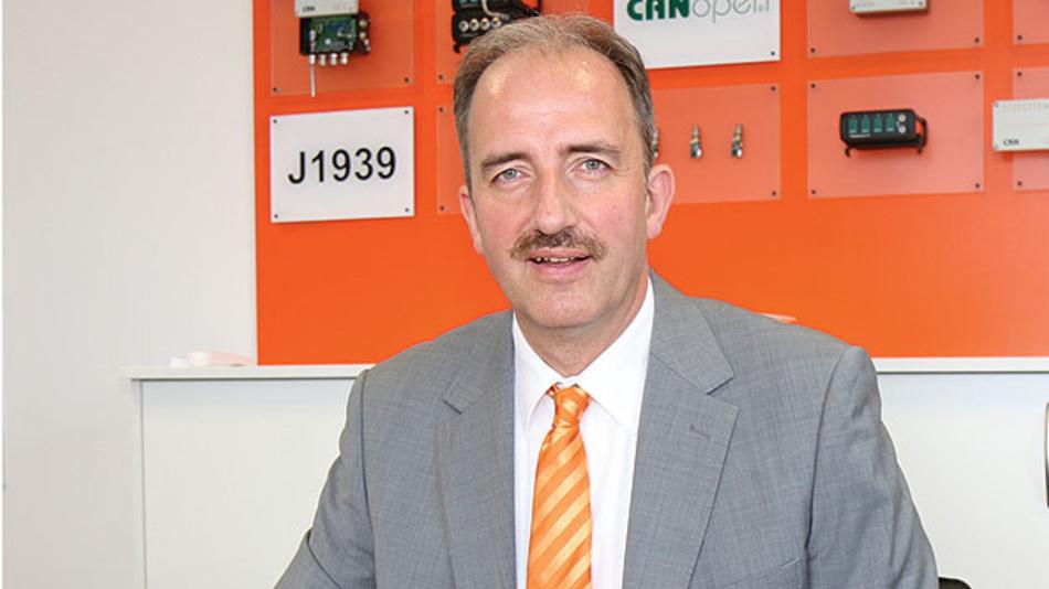 """Bild 1. """"Mit den großen Dichtbereichen der Pflitsch-Kabelverschraubungen bieten wir unseren Kunden die Möglichkeit, verschiedene Kabelquerschnitte zu verwenden"""", sagt Frank Wielpütz, Geschäftsführer von MicroControl."""