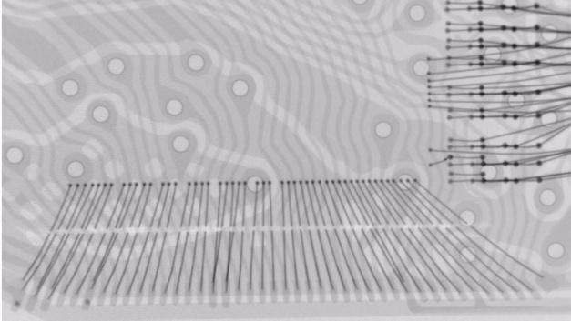 MIttels Laser wird die interne Verdrahtung von Speicher und Controller getrennt, um an die Daten heranzukommen.