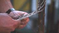Die Kabelstrümpfe werden in hauseigenen Anlagen von rupi-Cologne handgefertigt, sind dem Unternehmen zufolge lange haltbar, mehrfach verwendbar und besitzen eine hohe Flexibilität.