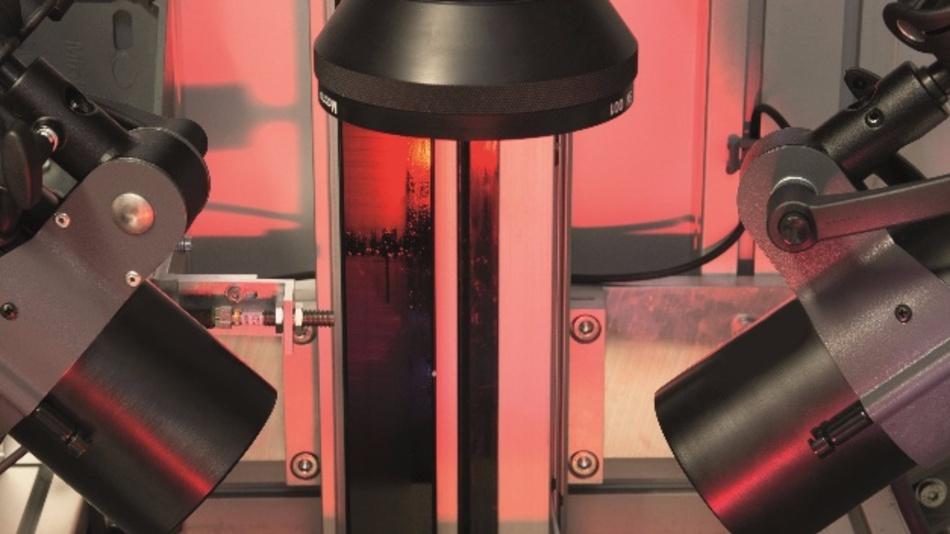 Berührungslose Mess- und Prüftechnik steht im Fokus der Sonderschau. Hier im Bild: ein thermografisches Messsystem von Intego zur ortsaufgelösten Bestimmung der Dicke von Beschichtungen.
