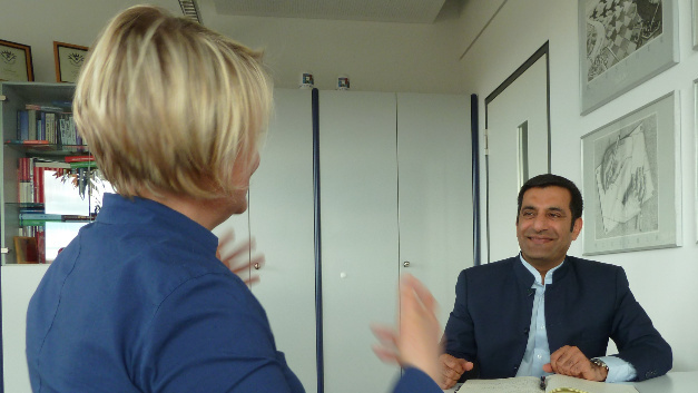 Rahman Jamal, Global Technology & Marketing Director, National Instruments, im Gespräch mit Corinne Schindlbeck, Markt&Technik.