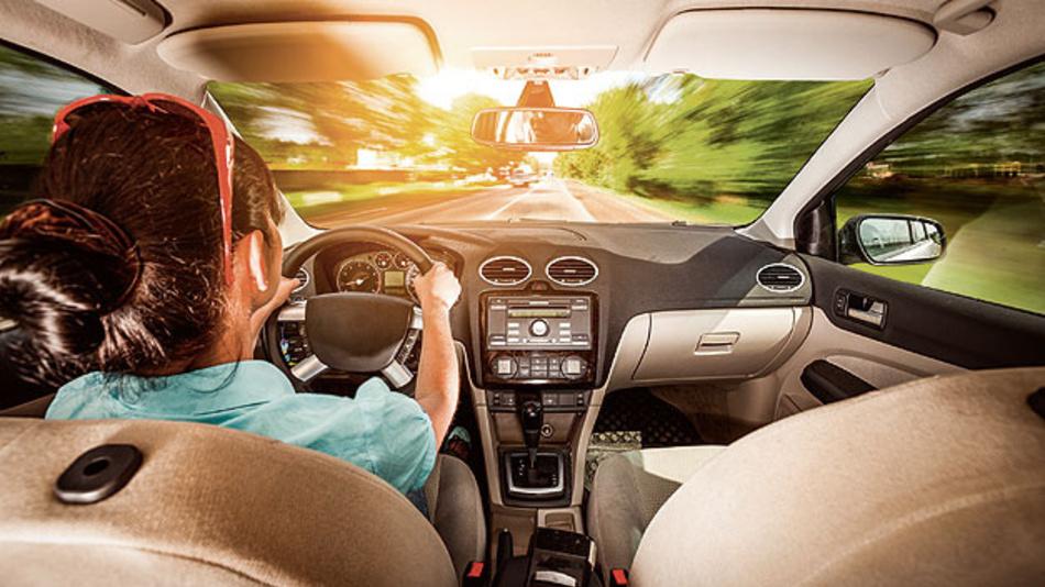 Das FAS-System greift ein, wenn der Fahrer die Kontrolle verliert.