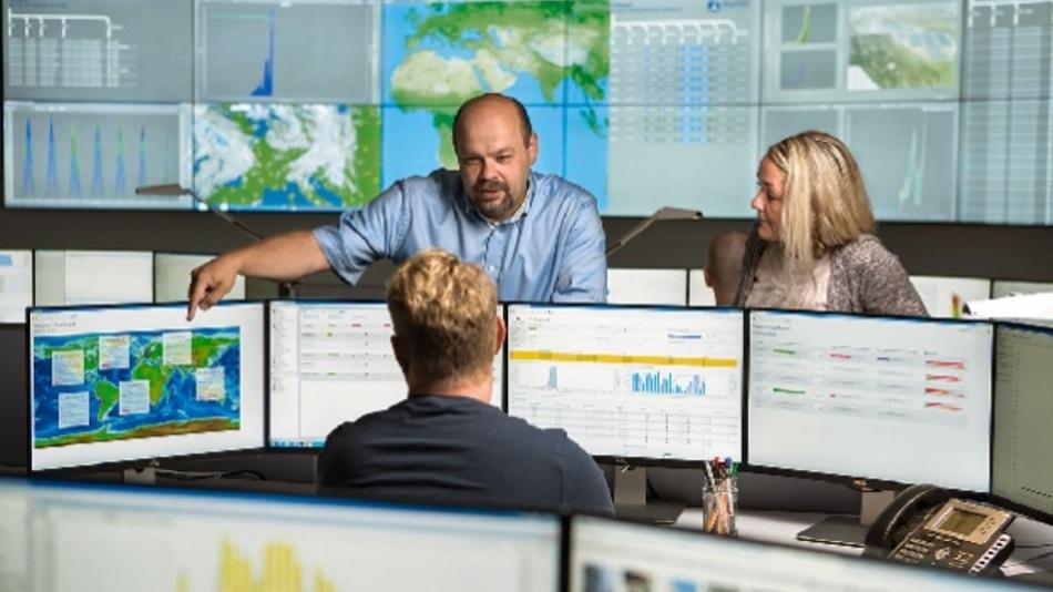 Für das Monitoring und die komplexen Versuchsaufbauten benötigt skytron energy viele Ports.