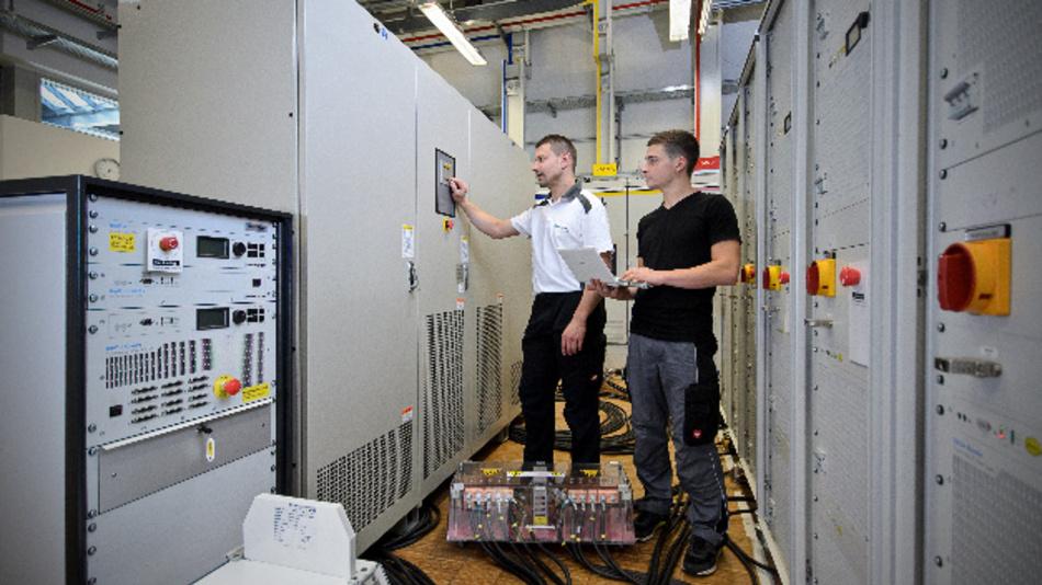 Im TestLab Power Electronics ISE werden derzeit schon Stromrichter mit bis zu 1 MW Leistung getestet und entwickelt.