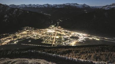 Die Stadt Chur in der Schweiz beleuchtet ihr Wege- und Straßennetz mit rund 4100 Straßenleuchten.
