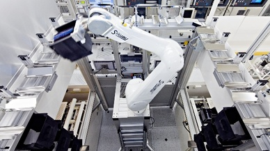 Roboter in Fabrikhalle