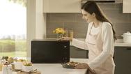 """Dank LGs innovativer Smart-Inverter-Technlogie lassen sich Gerichte in den neuen """"NeoChef""""-Mikrowellen schneller als mit herkömmlichen Modellen garen."""