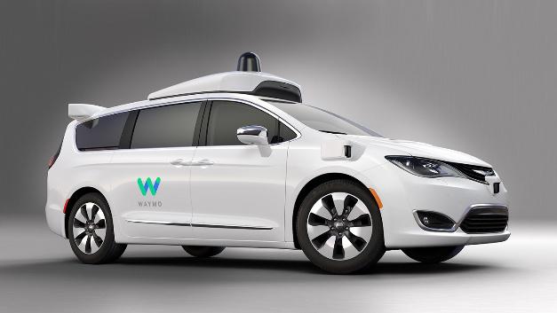 Der autonom fahrende Chrysler Pacifica Hybrid Minivan von Waymo. Das Unternehmen hat eine Klage auf Unterlassung gegen Uber eingereicht, um zu verhindern, dass Uber eigene selbstfahrende Autos entwickelt.