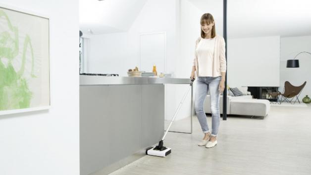 k rcher der akku besen f r zwischendurch elektroboerse. Black Bedroom Furniture Sets. Home Design Ideas