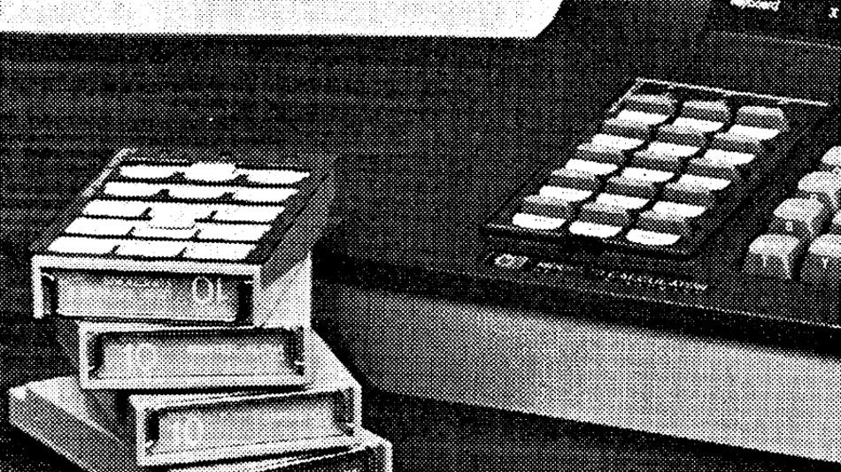 Verschiedene Festwertspeicher standen als Einsteck-Kassetten zur Verfügung.