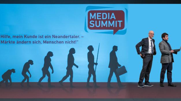 »Hilfe, mein Kunde ist ein Neandertaler - Märkte ändern sich, Menschen nicht!« - Mit diesem Thema lockten Matthäus Hose und Prof. Spörrle über 170 Marketing-Entscheider der Elektronikbranche zum 11. MEDIA SUMMIT auf der embedded world in Nürnberg.