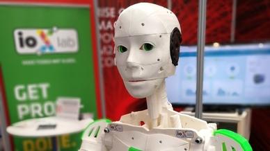 """Das Know-how für den Roboter """"Bob"""" stammt im Bereich IoT Prototyping von IOX LAB und die technische Open Source-Entwicklungsplattform """"mangOH"""" von Sierra Wireless."""