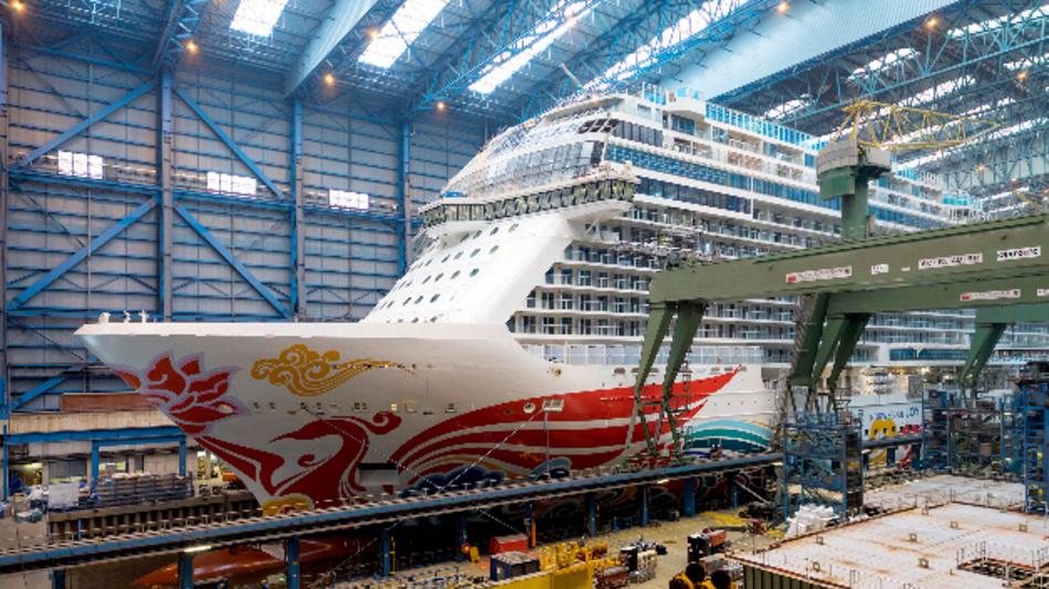 Ein Schiff in der Meyer Werft: Das neue Lokalisierungssystem bietet ungeahnte Innovatipnspotenziale für den Schiffbau.