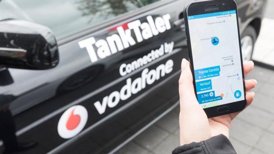 Mit der App TankTaler von ThinxNet wird das Bezahlen an immer mehr Tankstellen beschleunigt. Denn App-Nutzer müssen nicht mehr zur Kasse gehen, sondern zahlen direkt an der Zapfsäule.