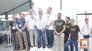 Der Gewinner des ersten Innovation Award der Renesas MCU Car Rally 2017 ist das Team Omega derf Fachhochschule Westküste. Der zweite Preis des Innovation Award ging an das Home1-Team der Hochschule Merseburg. Beeindruckt zeigte sich die dreiköpfige J