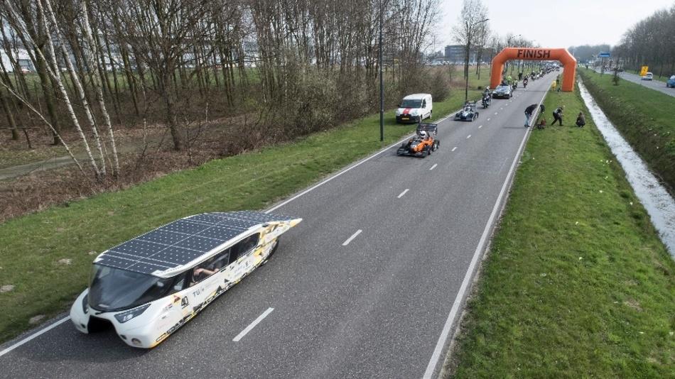 Unter den Elektrofahrzeugen fanden sich auch Exoten, zum Beispiel das Solarauto Stella Lux.