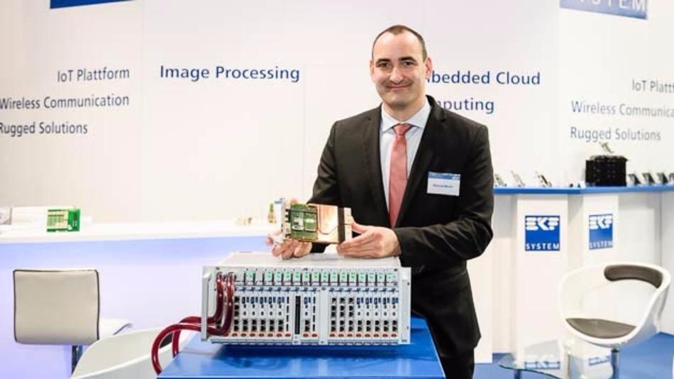 Projektleiter Manuel Murer von EKF stellt das Flüssigkeitsgekühlte System »CoolConduct« vor.