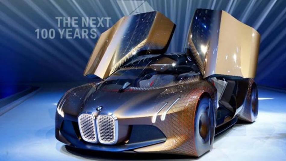 BMW will mit dem BMW iNext ab 2021 ein autonomes Elektroauto vorstellen. Doch was passiert, wenn das Fahrzeug einen Unfall selbst verursacht?