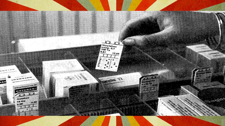 Kleinlochkarten aus Astralit - damit funktionierten Arzneibestellungen in Apotheken im Jahr 1971.