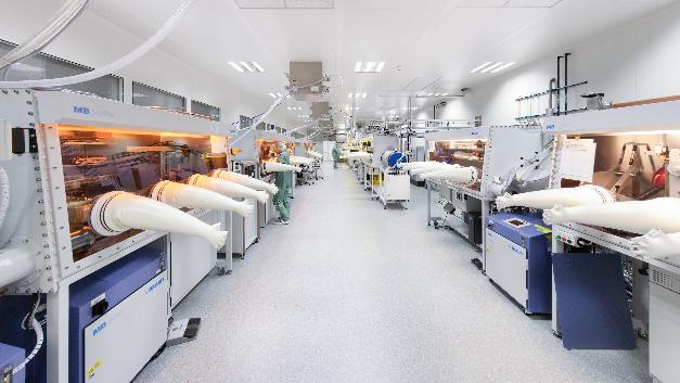 Pilotanlage für gedruckte organische Elektronik des Fraunhofer IAP in Potsdam-Golm.