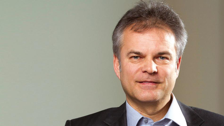 Thomas Staudinger, EBV Elektronik  »Märkte verändern sich. Und damit die Anforderungen an die Marktteilnehmer. Dabei ist eine Entwicklung von technischen Einzellösungen hin zu übergreifenden Anwendungen zu beobachten. Hardware-Entwicklungen sind immer häufiger Teil einer Gesamtlösung, die auch Software und Services beinhaltet.«