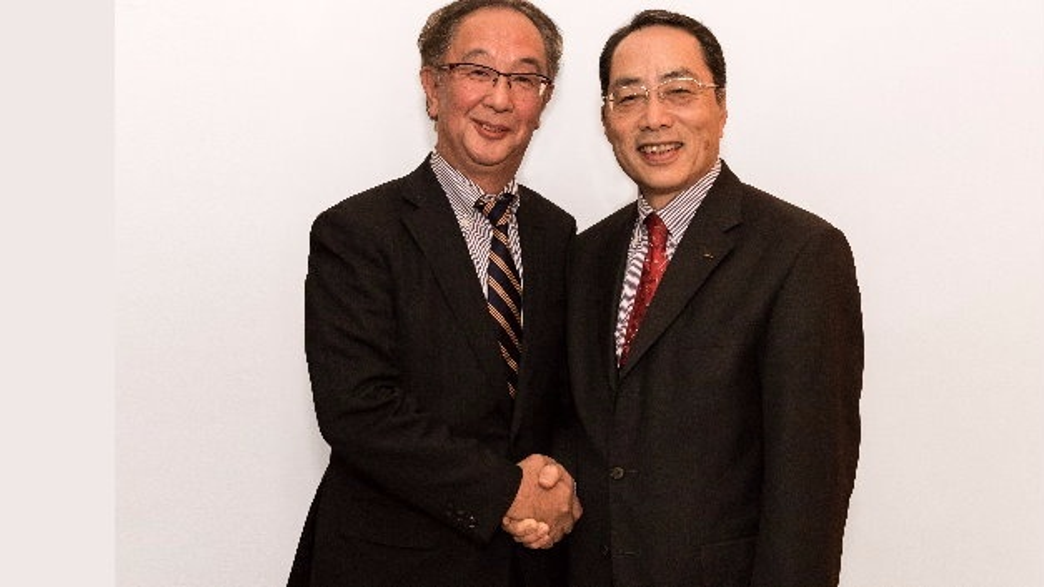 Shigeyuki Sasaki (links) löst Harumi Aoki als Präsident der Mitutoyo Europe GmbH ab