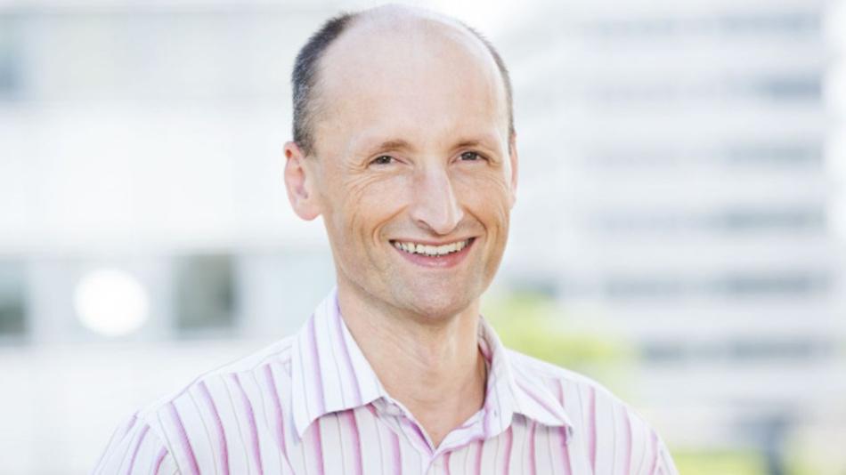 Prof. Wolfgang Wernsdorfer entwickelt schnelle und zuverlässige Methoden, um Spinzustände einzelner magnetischer Moleküle zur Quanteninformationsverarbeitung auszulesen.