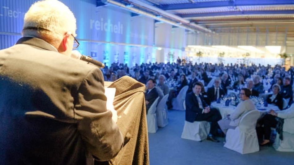 Reichelt-Elektronik-Geschäftsführer Ulf Timmermann begrüßt die Festgäste.
