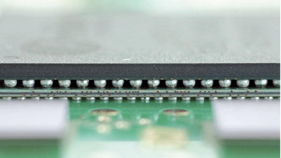 AVT-Testboard mit dem Binder seine internen Prozesse für 01005, FlipChip und PoP qualifizierte.