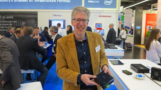 Andreas Ertel präsentiert das Dell Edge Gateway 3000 auf der embedded world 2017.