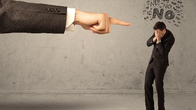 Sind die Führungskräfte für Milliardenverluste verantwortlich? Die Gallup-Studie legt das nahe, aber es gibt Kritik.