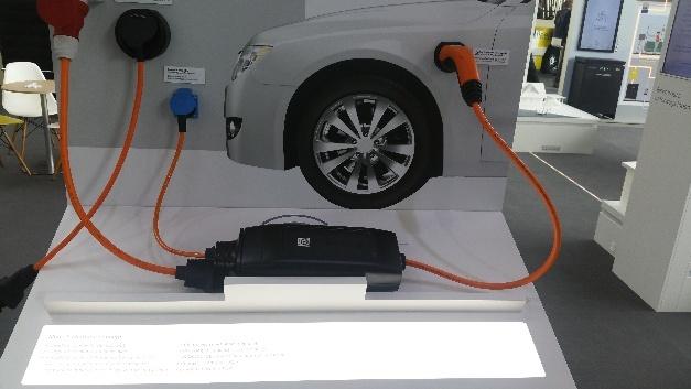 Mit dem Ladekonzept Mode 2 mit IC-CPD von Lapp lassen sich Hybrid- und Elektroautos an haushaltsüblichen Stechdosen laden.