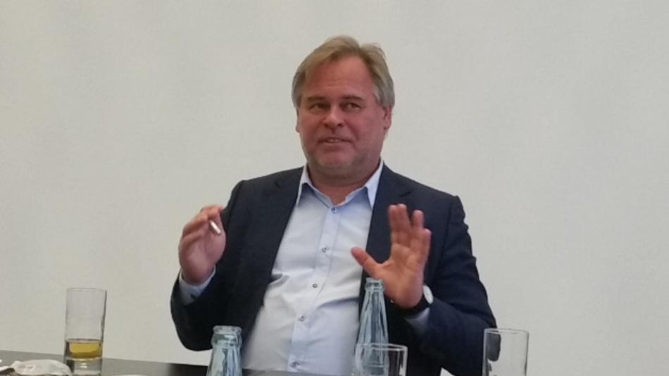 Eugene Kaspersky im Gespräch auf der Hannover Messe 2017.